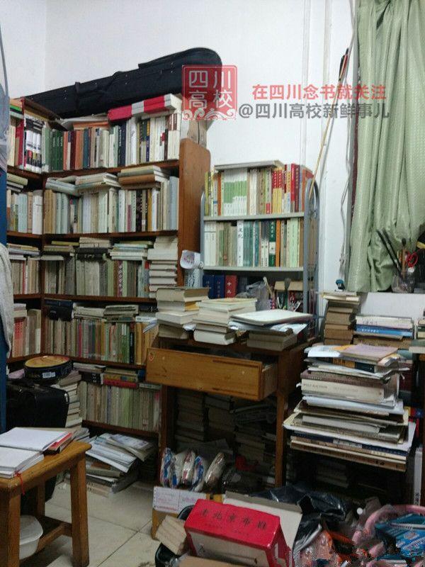 """太震撼了!四川大学学霸""""寝室图书馆""""曝光"""