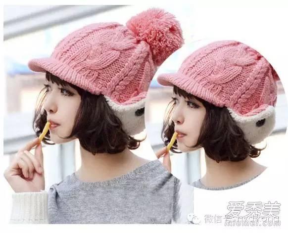 精灵萝莉的齐刘海短卷发,加粉色圆球毛线帽搭配可爱童真少女味道十足.图片