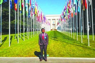 汉斯在联合国实习。