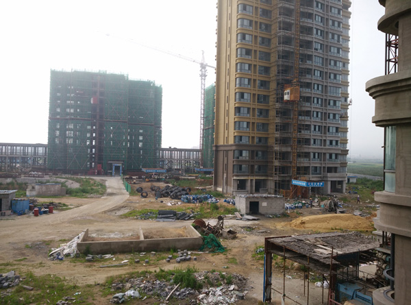 威海・万国城工地状况,拍照于2015年7月。