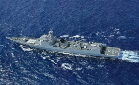 """图为美方""""拉森""""号导弹驱逐舰。"""