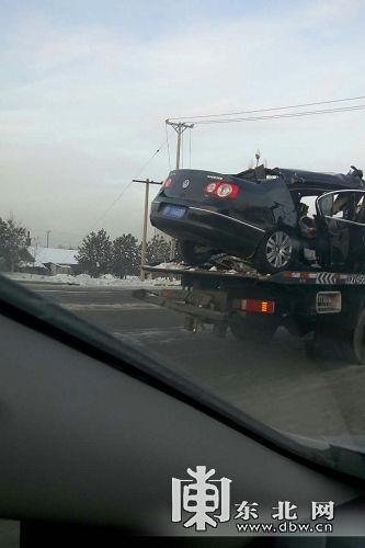 闹事车辆被运离现场。