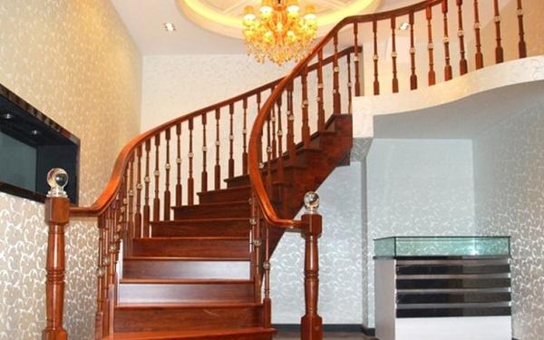 复式旋转楼梯安装知识图片