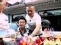 """《了不起的挑战片花》第一期 岳云鹏化身列车售货员 与沙溢搞笑玩""""劈腿"""""""