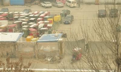 北京楹苑停车场长年暂存被扣黑车 黑车花钱可赎回