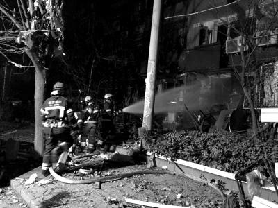 救火员在事发觉场睁开营救。消防供图