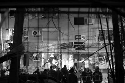 发作爆燃的北京石景山永乐西社区35号楼。新华社发