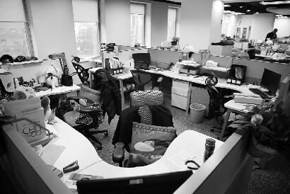 一公司出台弹性办公轨制,很多职员挑选在家办公,一些工位空着 摄/谢匡时
