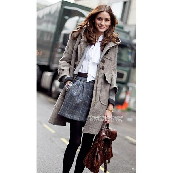 大衣选择简洁的下装搭配 皮草围巾搭配针织衫,很容易学起来的造型