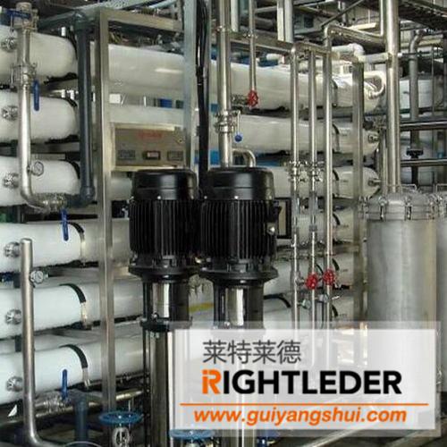 第三步:消费饮水机控制器上的使用学生根据需要选择冷,热水,按下相应