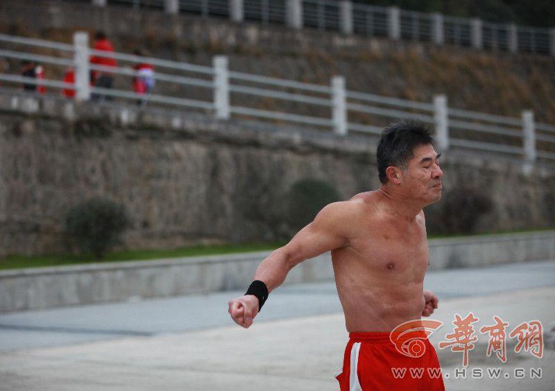 安康62岁v组图哥23年练出组图魔鬼(肌肉),男20岁到22岁图片唯美女生图片