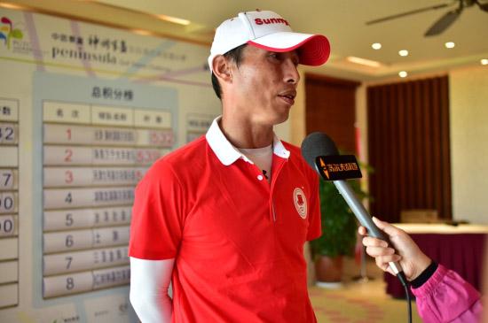 台湾社会人刘志威接受采访