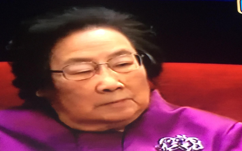 法制晚报讯(记者 张洁清)北京时刻10日23:30,诺贝尔颁奖仪式在瑞典蓝色音乐殿堂按期举行,1500多名佳宾已就位。屠呦呦身着配有银色胸针的玫白色正装,将在仪式中心偏后段支付诺奖。