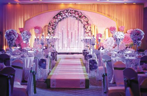 两种风格的婚礼仪式