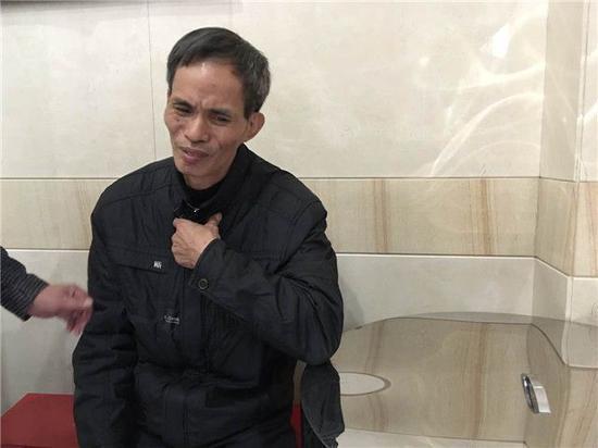 获得音讯的林父快马加鞭赶赴北京、上海,对儿子睁开末了救援。