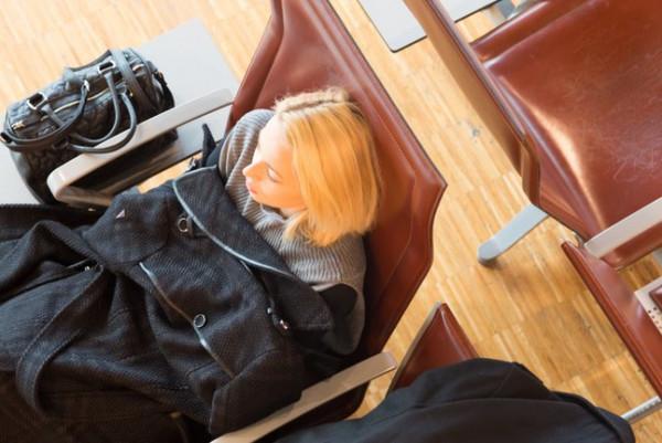 在机场过夜?睡攻略全攻略如店0岛真机场龙夜图片