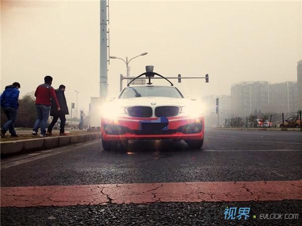 百度无人驾驶汽车首次进行测试