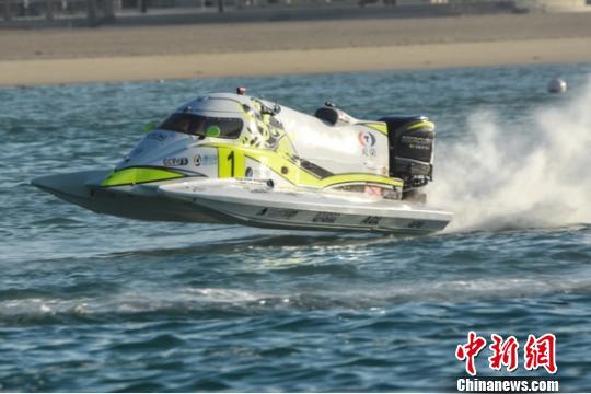 中国天荣F1摩托艇队 田荣 摄
