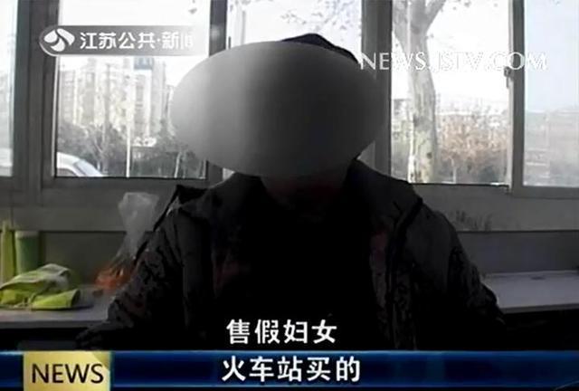 昨天下午5点,在南京市浦口区有市民报警称,一名六十多岁的老太在路边卖假的苹果手机试图骗人钱财。