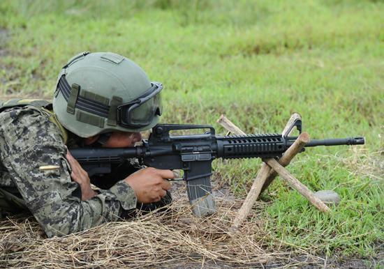 M4卡宾枪。