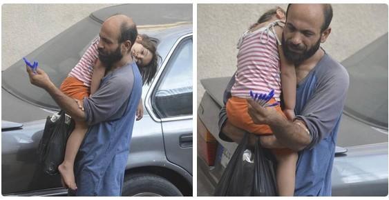 资料图:阿卜杜勒・哈利姆・阿塔尔与女儿一起在贝鲁特街头卖圆珠笔。