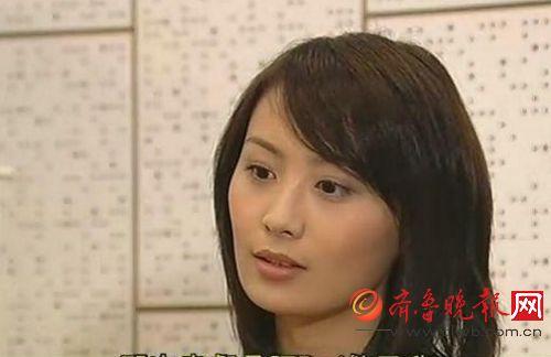 陈法拉也是同一类型,不笑不好看。
