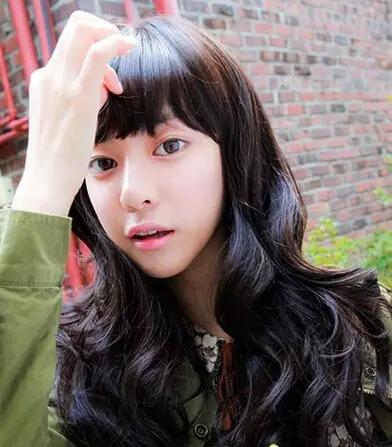 韩式蛋卷头中长发时尚发型图片