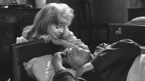 日本父女乱伦的黄色电影_【当贝市场】经典电影中的乱伦情节 无法解释的爱