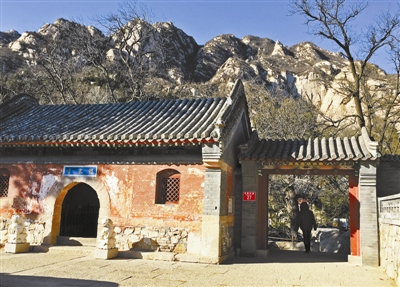 龙泉寺山门