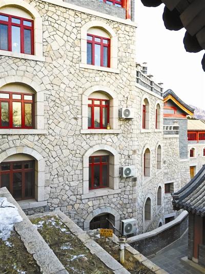 龙泉寺内有多座楼房
