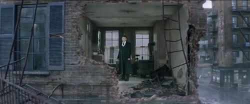魔幻生物逃脱造成的废墟