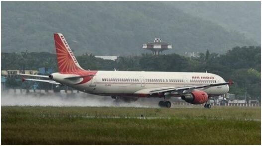 """印度航空(Air India)失事变,一架班机据称将一位作业人员""""吸入引擎""""招致该作业人员殒命。"""
