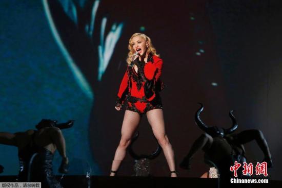 麦当娜演唱会迟到50分钟被噓 情绪失控骂歌迷
