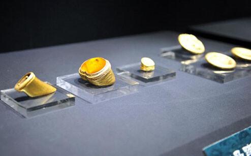 江西省博物馆展出马蹄金、金饼等文物
