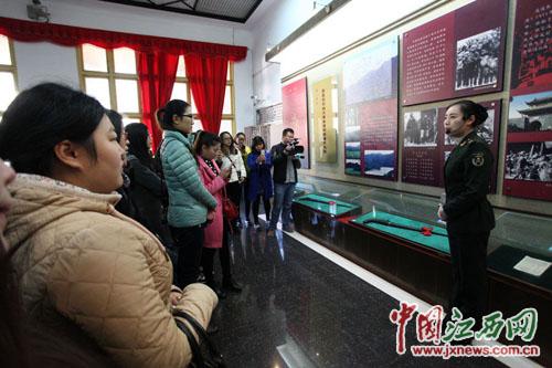 网媒记者参观秋收起义修水纪念馆