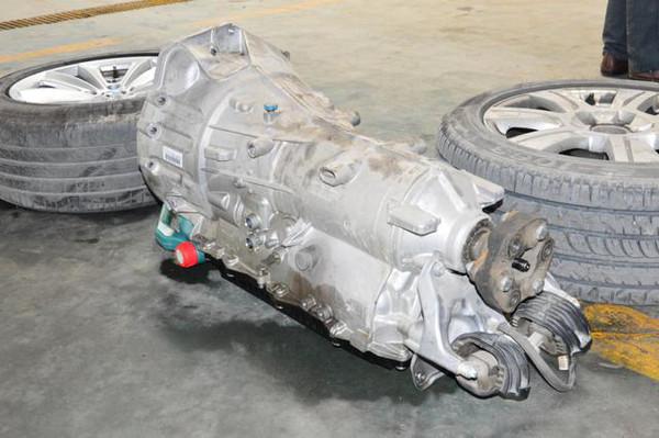 宝马5系曲轴后油封 机油座漏油维修案例高清图片