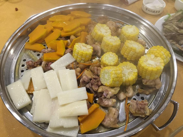 昆明哪里的海鲜好吃_昆明探店:海能量的海鲜蒸锅真好吃!