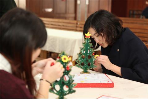 青岛墨尔文校服_青岛墨尔文中学圣诞晚宴惊艳眼球 学生颜值气质高