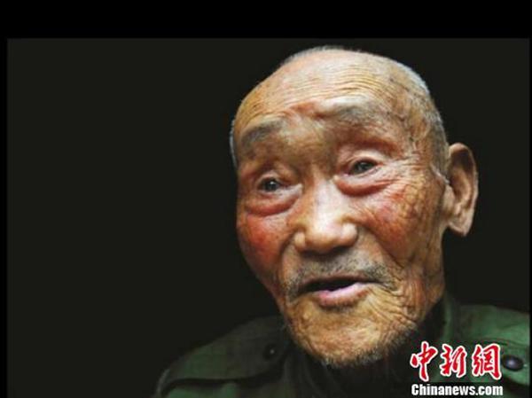 12月18日,93岁抗战老兵张道干党员身份被恢复。 中新网 资料图