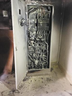 西南林大宿舍配电箱爆燃一女生2楼跳窗逃生摔伤 校方