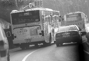 犯法怀疑人在远程东站上了140路公交车