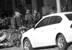 三名犯法怀疑人在淳化下车吃中饭