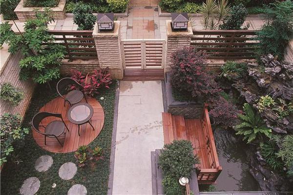 300平方别墅装修效果图 阳台宽阔的像大海
