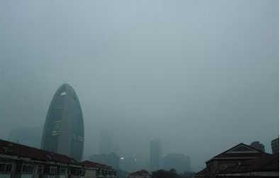 12月17日消息,预计12月19日至22日,华北中南部、黄淮北部和西部等地空气污染扩散气象条件差,将再度出现一次中至重度霾天气过程,北京南部及河北中南部局地PM2.5峰值浓度将超过500微克/立方米。