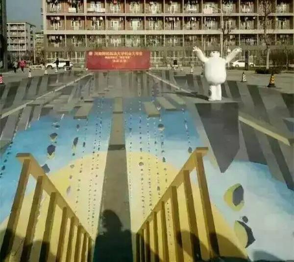 赞!河南高校校园惊现520平米3D立体画堪称国际水准!