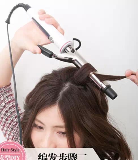 时尚 正文  简单编发教程图解: step1:先梳理一下长发.
