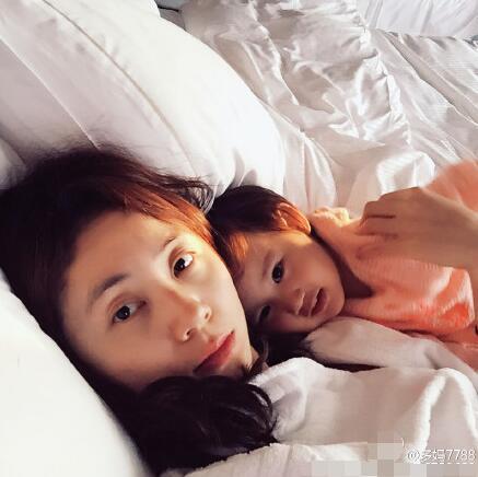 黄磊夫妇庆小女儿两岁生日多多送温馨手绘贺卡-搜狐娱乐!!!饗宴
