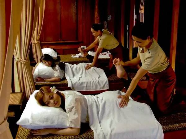或是享受纯正泰国古法指压按摩,驱除一身疲惫