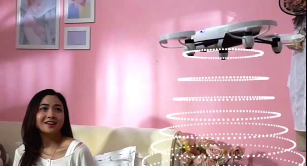 """欧拉空间无人机π主张""""玩派,乐无穷""""的品牌价值观,宣扬了一种来自未来的大众娱乐方式,是一款面向消费级市场的无人机产品。与大多数厂商不同,欧拉空间作为一家机器人公司,主张把机器人技术更多更广泛地应用到消费级娱乐市场以提升用户体验,而不是单纯追求技术本身。因此,""""玩派""""的理念也应运而生。"""