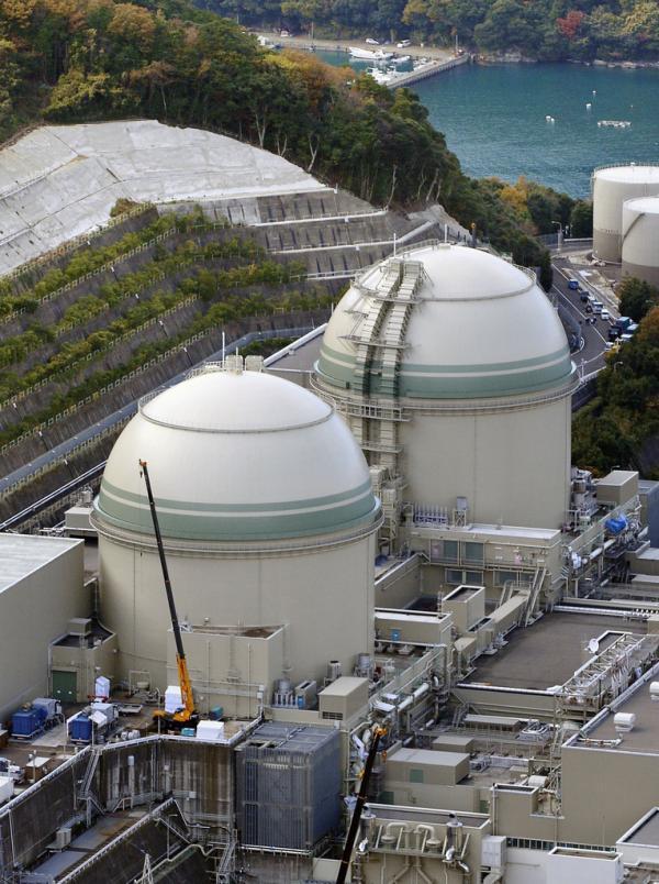 图中由前至后为位于福井县高滨町的关西电力公司高滨核电站3、4号机组。 东方IC 资料图